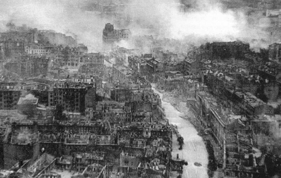 Ruined_Kiev_in_WWII (1)