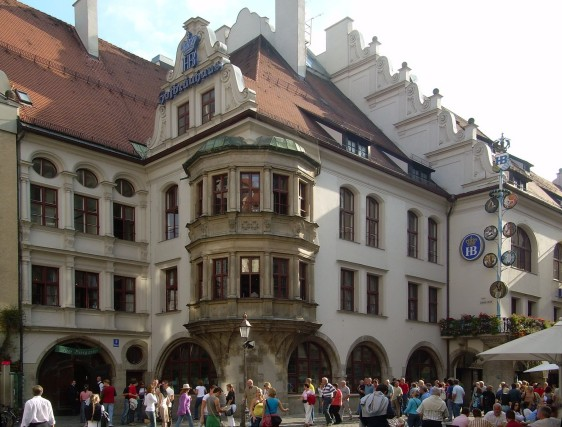 Munich's most famous attraction (non-museum). Photo: wikipedia