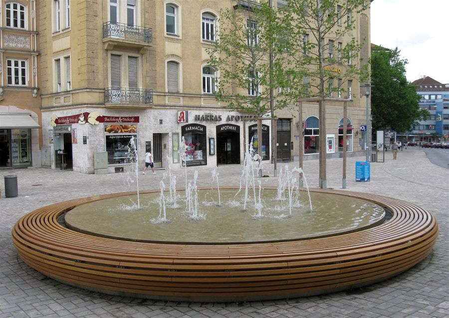 The new fountain at am Harras. Drivers complain incessantly that am Harras is a royal pain to drive through today.