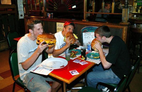 THE WORLD'S LARGEST BURGER, DENNY'S BEER BARREL PUB, CLEARFIELD, PENNSYLVANIA, AMERICA - 01 JUN 2004