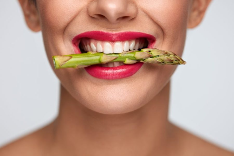 Eat-These-Foods-For-A-Healthier-Gut-Asparagus-e1501040701814
